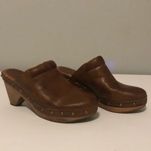 Lucky Brand Carmel/Tan Colored Mules/Clogs Size 9
